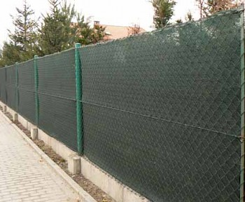 90% Stínicí tkanina na plot š. 150 cm metráž